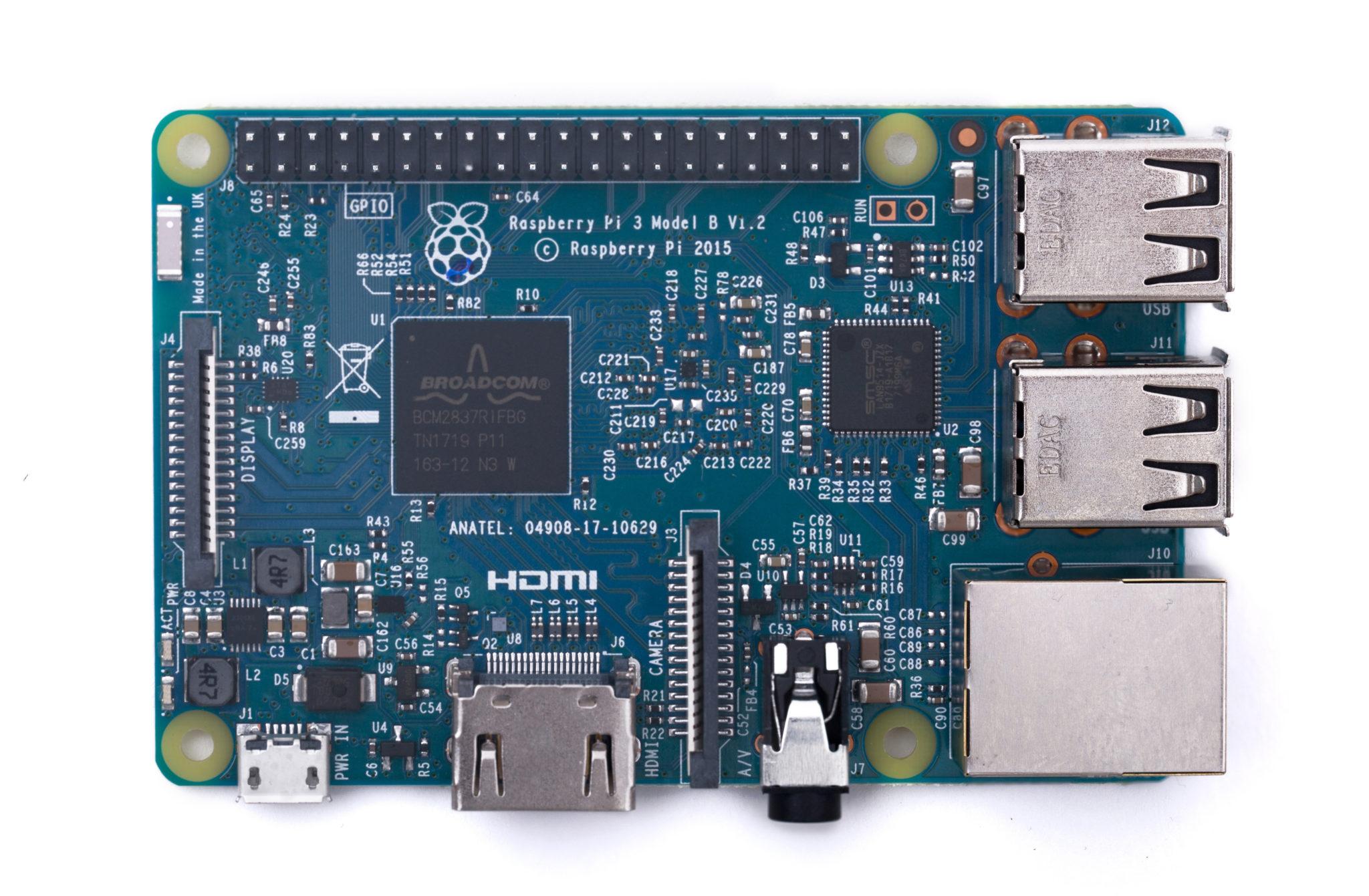 青いRaspberry Pi がRaspberry Pi Approved Resellers(公認の転売者制度)により販売開始。お国柄で定価より高い・・・。
